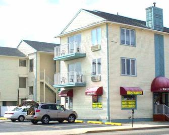 Hotel Charlee Villas By The Beach - Seaside Heights - Building