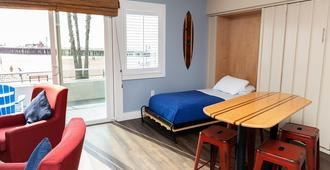 Beach Street Inn and Suites - Santa Cruz - Bedroom