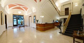Hotel Vittoria - פומפיי - דלפק קבלה