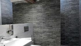 Hotel Viktor - Bratislava - Bathroom