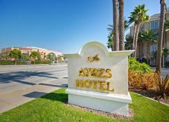 Ayres Hotel Anaheim - Anaheim - Utsikt