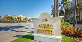 Ayres Hotel Anaheim - אנהיים - נוף חיצוני