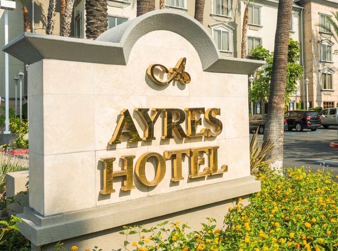 Ayres Hotel Anaheim - Anaheim - Building