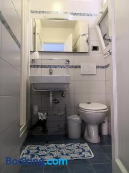 Albergo Al Carugio - Monterosso al Mare - Bathroom