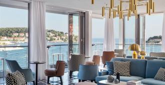 Adriana Hvar Spa Hotel - Hvar - Sala de estar