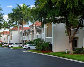 Studio 6 West Palm Beach - West Palm Beach - Building