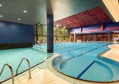 Ramada by Wyndham Sofia City Center - Sofia - Pool