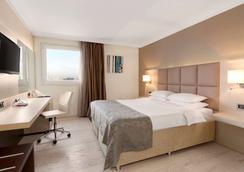 Ramada by Wyndham Sofia City Center - Sofia - Bedroom