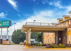 Quality Inn & Suites Chesterfield Village - Springfield - Edificio