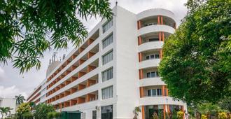 Inya Lake Hotel - Yangon