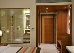 SureStay Plus Hotel by Best Western Indore - Indore - Bedroom