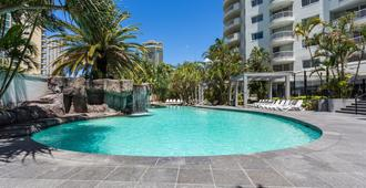 Alpha Sovereign Hotel - Surfers Paradise - Πισίνα