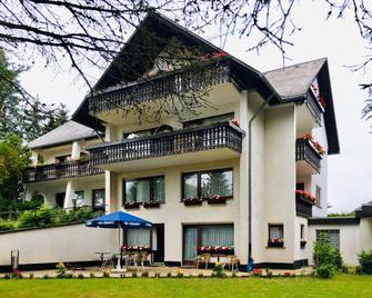 Hotel Haus Bergfrieden - Löffingen - Building