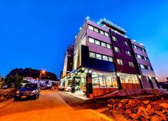 Hu:An Stay Hotel - Seogwipo - Building