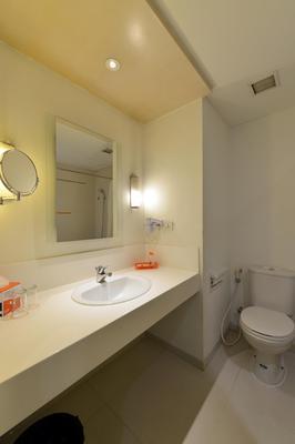 해리스 호텔 테벳 - 자카르타 남부 - 욕실