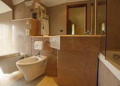 Hotel Fontebella - Assisi - Badkamer