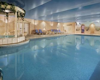Ramada Resort by Wyndham Cwrt Bleddyn Hotel & Spa - Usk - Басейн