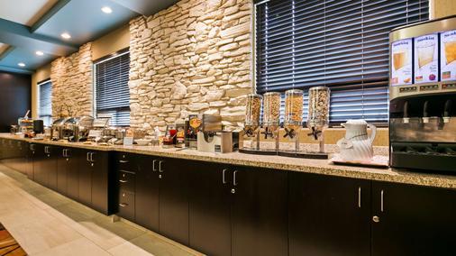 Best Western Plus Sherwood Park Inn & Suites - Sherwood Park - Buffet