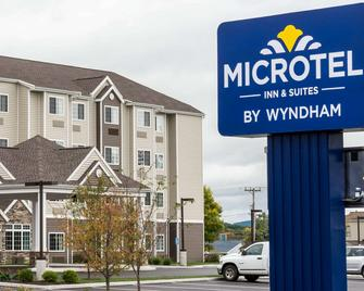 Microtel Inn & Suites by Wyndham Altoona - Altoona - Building