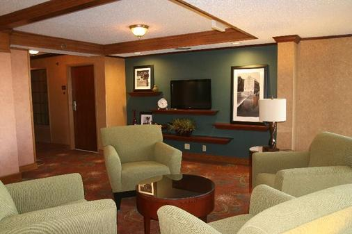 Auburn Place Hotel And Suites - Cape Girardeau - Living room