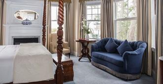 Almondy Inn - Newport - Bedroom