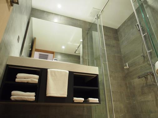 Hotel R14 - Kaohsiung - Bathroom