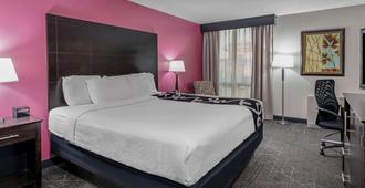 La Quinta Inn & Suites by Wyndham Dallas I-35 Walnut Hill Ln - Ντάλας - Κρεβατοκάμαρα
