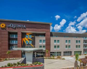 La Quinta Inn & Suites by Wyndham Houston East at Sheldon Rd - Channelview - Building