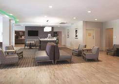 La Quinta Inn & Suites by Wyndham Williamsburg Historic Area - Williamsburg - Lobby
