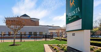 La Quinta Inn & Suites by Wyndham Williamsburg Historic Area - Williamsburg - Building
