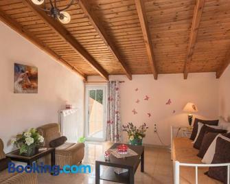 Pasiphae Holiday Apartments - Kontokali - Living room