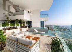 杜拜五卓美亞村飯店 - 杜拜 - 游泳池