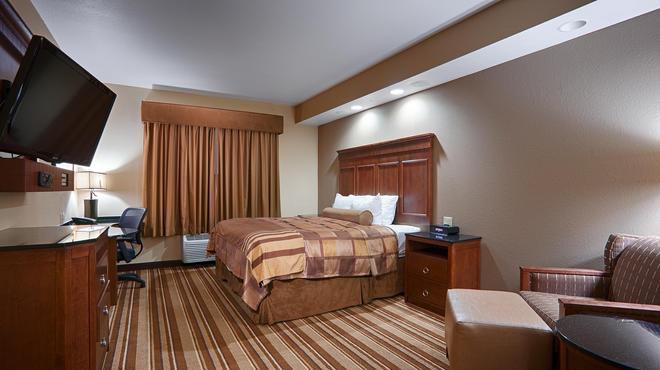 Best Western Premier KC Speedway Inn & Suites - Kansas City - Makuuhuone