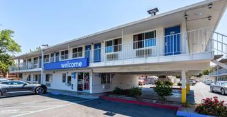 Motel 6 Sacramento Downtown - Sacramento - Edificio