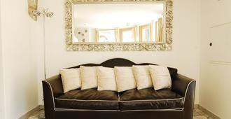 Boutique Hotel Zum Rosenbaum - Merano - Living room