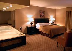 Salvatores Grand Hotel - Williamsville - Schlafzimmer