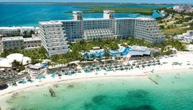 Riu Caribe - Cancún - Building