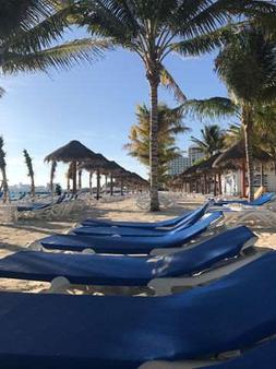 Riu Caribe - Cancún - Beach