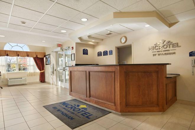 Microtel Inn & Suites by Wyndham Ann Arbor - Ann Arbor - Reception