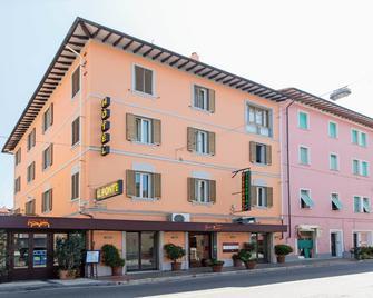 Hotel Il Ponte - Cecina - Building