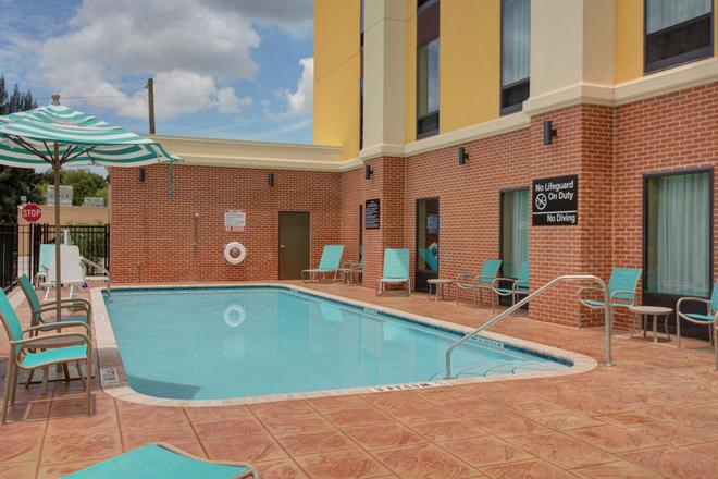 Hampton Inn & Suites by Hilton Tampa Busch Gardens Area - Τάμπα - Πισίνα