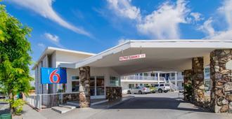 Motel 6 San Bernardino, Ca - Downtown - סן ברנרדינו