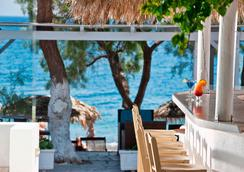 Alesahne Beach Hotel - Kamari - Bar