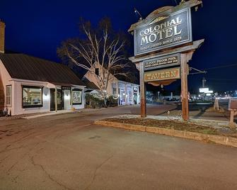 Colonial Motel And Spa - Brattleboro - Gebouw