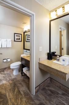 Best Western Ramkota Hotel - Rapid City - Bathroom