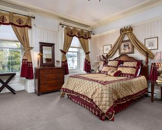 The Noble Suites - Brockville - Bedroom