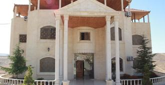 Deluxe Villa Guest House - Wadi Musa - Building