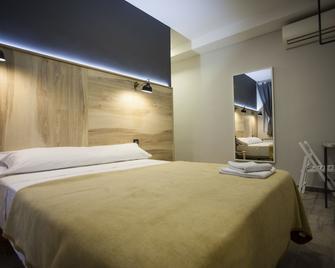 Hostal CC Atocha - Madrid - Bedroom
