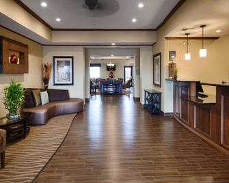 Best Western Plus Seminole Hotel & Suites - Seminole - Лоббі