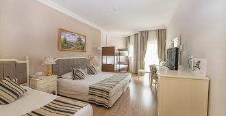 Crystal Tat Beach Golf Resort & Spa - Belek - Bedroom